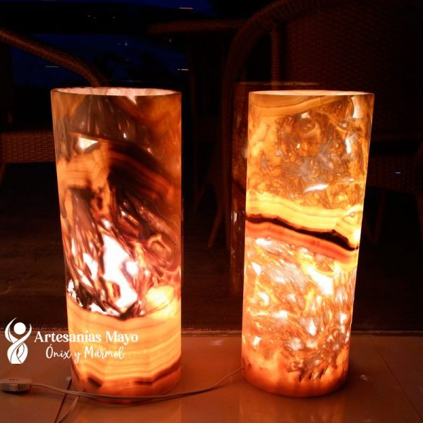 lámpara cilindrica para buro hecha en piedra ónix
